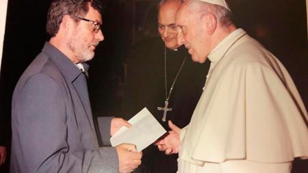 TL apoyan al Papa